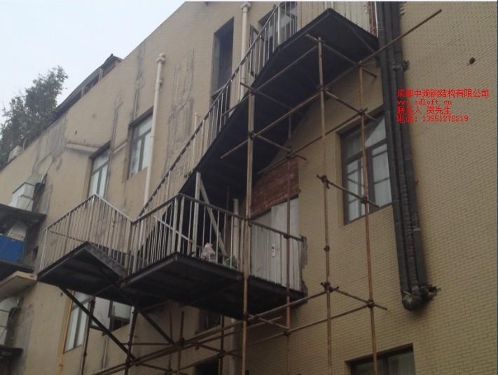 炖香园酒楼消防楼梯|成都钢结构消防楼梯-成都钢结构阁楼|成都钢结构加层|成都钢结构隔楼|成都钢结构夹层|成都隔层安装|成都阁楼制作|成都别墅阁楼|成都商铺阁楼|成都楼梯|成都旋转楼梯|中琦钢结构有限公司